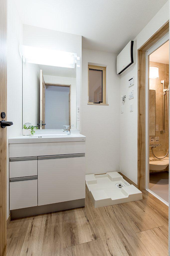 千葉県市川市柏井町 新築一戸建て 洗面化粧台と洗濯機置き場