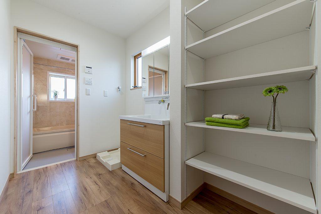 八千代市大和田新田 新築一戸建て 洗面化粧台とリネン棚