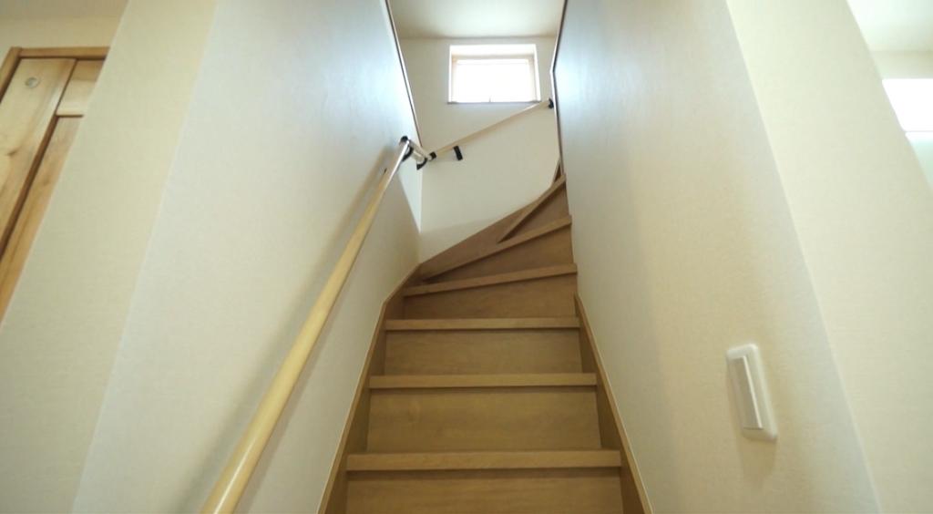 千葉県市川市市川南4丁目 新築一戸建て ロフトへの階段