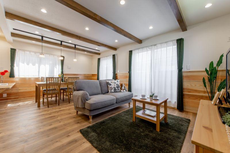 千葉県市川市 新田三丁目住宅C棟 一戸建て 施工実績02 明るいリビング