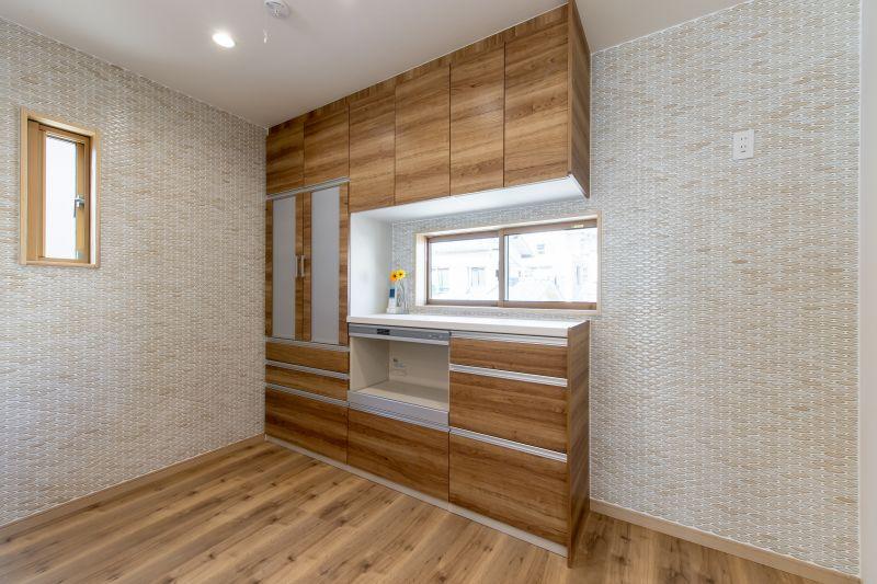 千葉県市川市 新田三丁目住宅A棟 施工実績 一戸建て  キッチンの壁収納