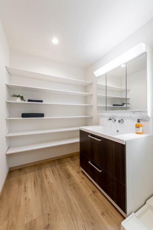 千葉県市川市 新田三丁目住宅A棟 施工実績 一戸建て010 リネン収納たっぷり